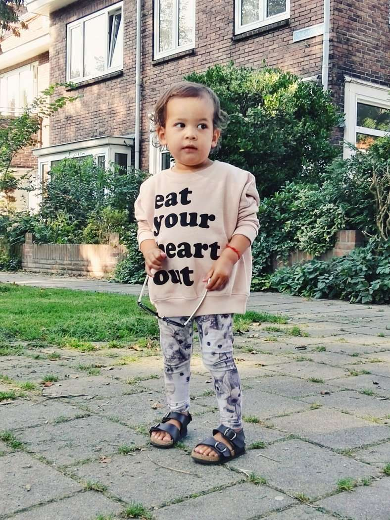 EAT YOUR HEART OUT | DEZE SWEATER IS TE COOL!