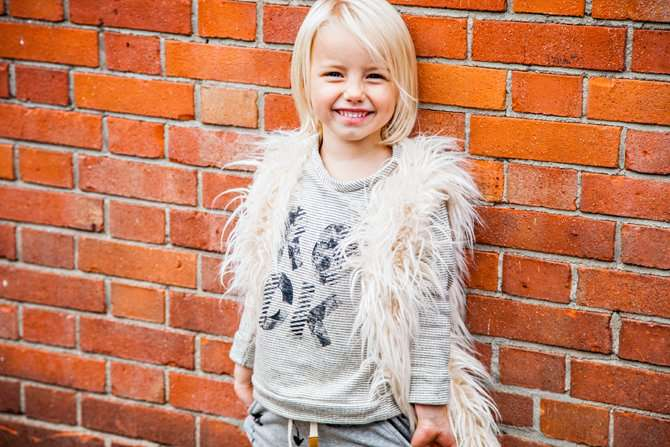MARE IN HIPPE OUTFIT VAN LITTLE INDIANS