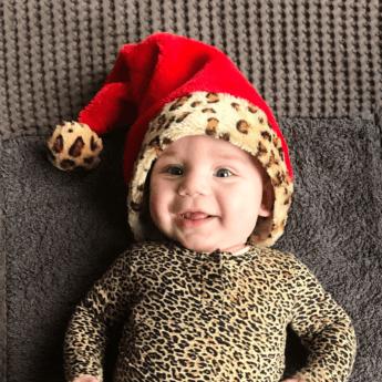 DIT DRAAGT BABY MINK MET KERST!
